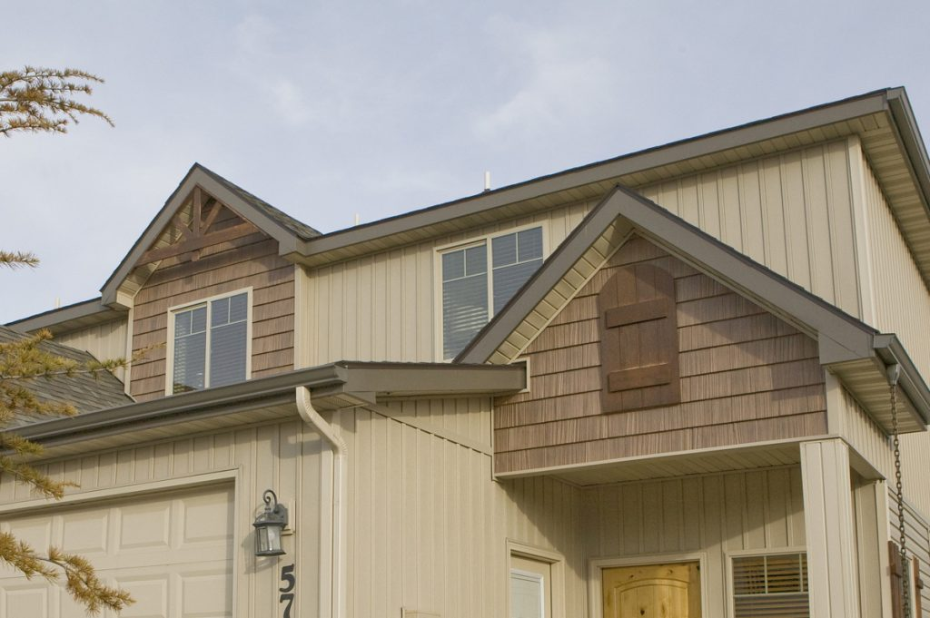 In 'Wood' Country, Vinyl Shake Siding Luxuriously Exceeds Expectations